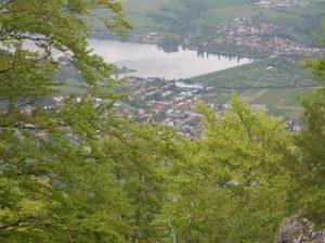 Pohľad na priehradu z pohoria Rokoš