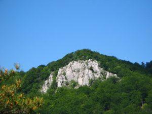 Skaly v pohorí Rokoš